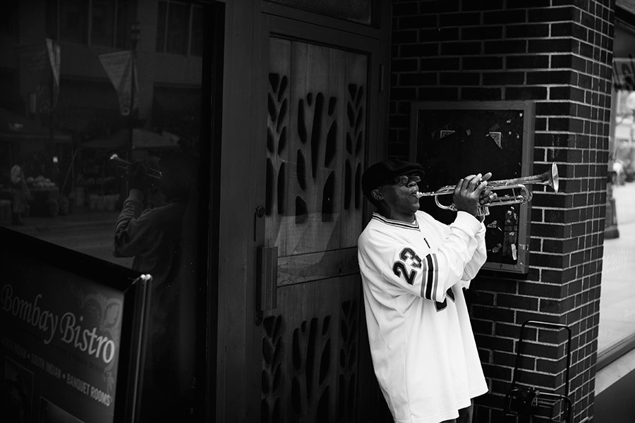 TRUMPET PLAYER IN DOWNTOWN MINNEAPOLIS, MN